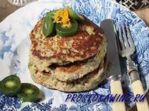 Полезный завтрак на скорую руку: овсянка с семенами чиа и кукурузные оладушки